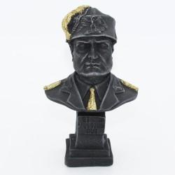 Busto di Mussolini con basco in lava