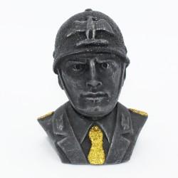 Mezzo busto di Mussolini con cravatta