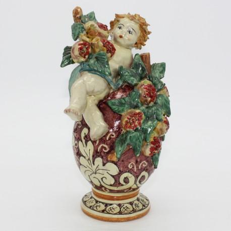 Putto in ceramica su uovo di Francesco Scarlatella